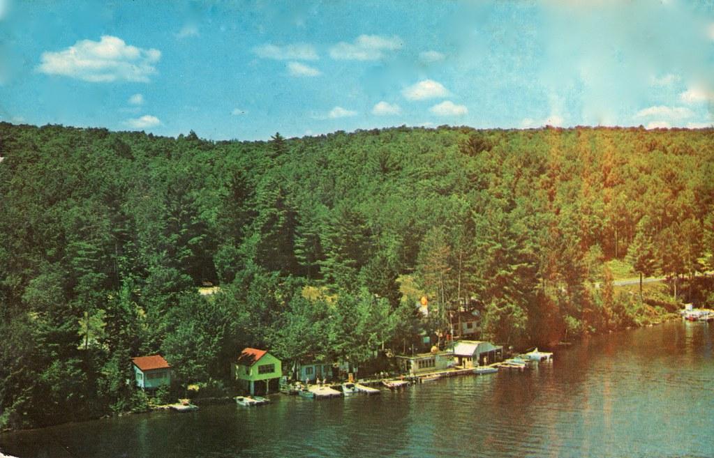 Pine Crest Villa Postcard - Mazinaw Lake
