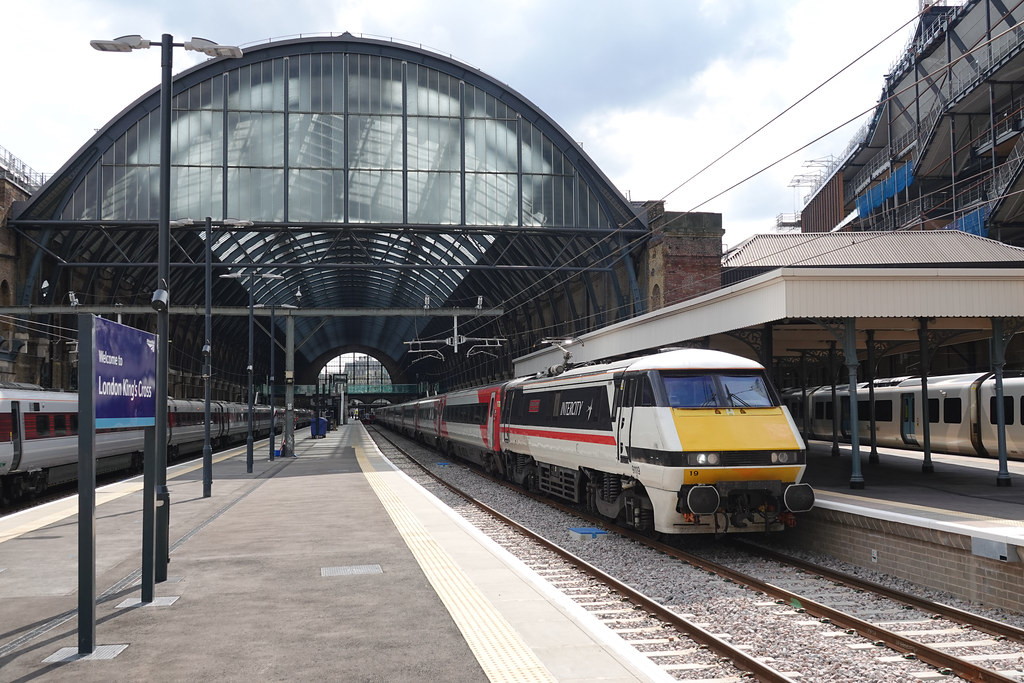 91119 at London Kings Cross ready to work 1D18 1435 to Leeds 18/09/21