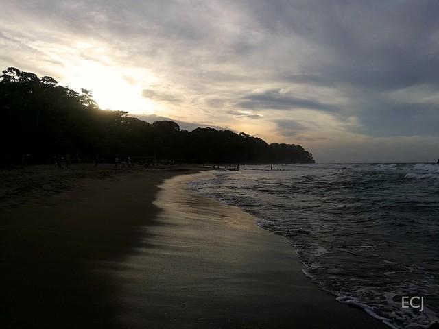 Al atardecer se encuentran los dos cielos/ At sunset, the two heavens meet