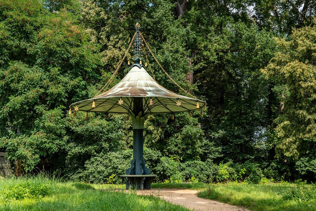 Potsdam, Neuer Garten: Chinesischer Parasol - Potsdam, New Garden: Chinese Parasol