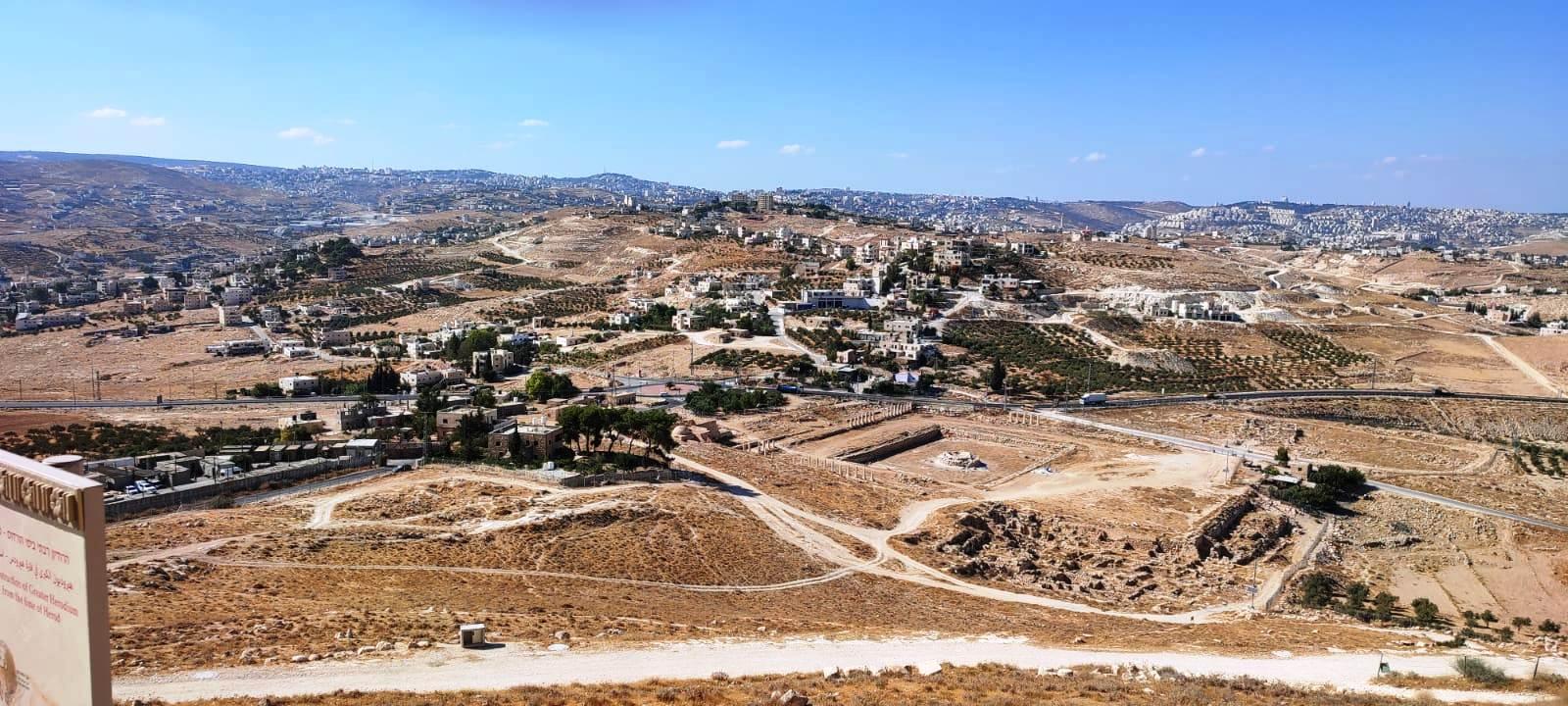 15. Вид с вершины на Иерусалим и окрестности