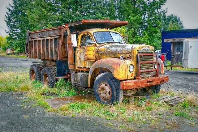 Spotted this old Mack with a two stick Trans.