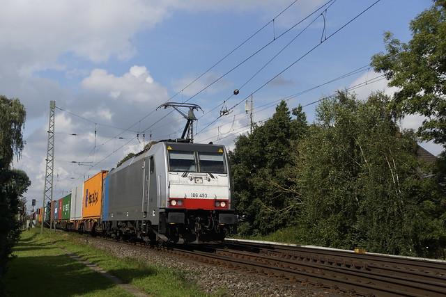 Railpool KombiRail 186 493-3 met containertrein door Empel-Rees richting Oberhausen 19-09-2021