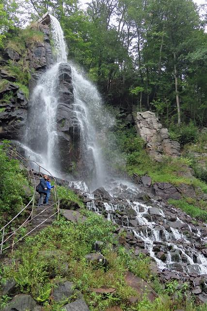 21522.künstlich angelegter Wasserfall-1