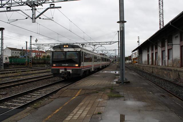 Regional Express Vigo - Ponferrada haciendo entrada en Monforte