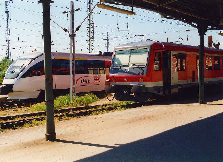628 und Ostmecklenburische Eisenbahn Talent Triebwagen in Rostock