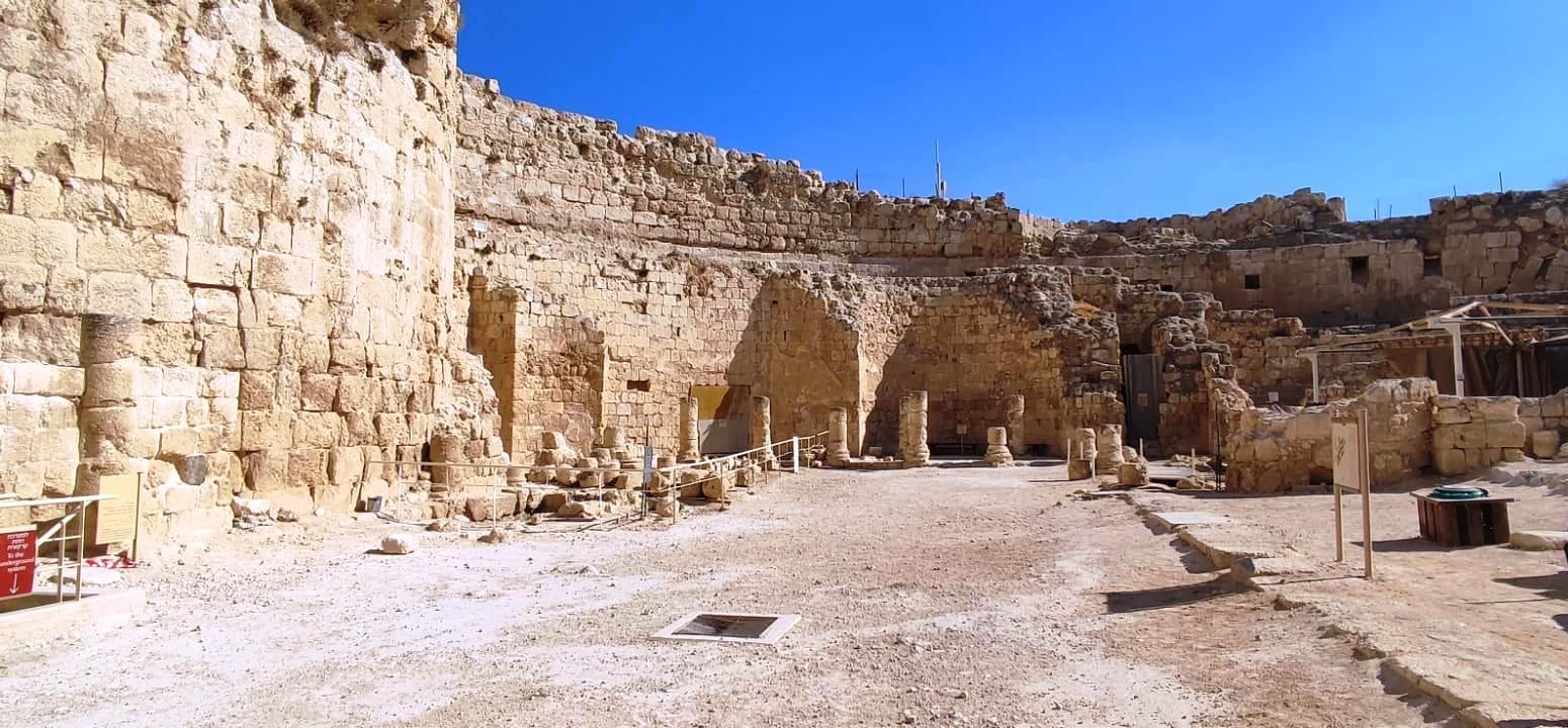 05. Во дворе Иродиона