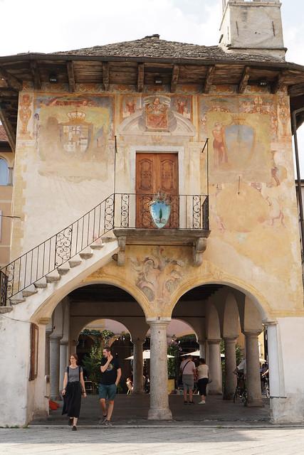 old muraled building in Orta San Giulio