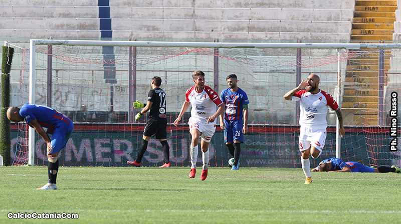 L'esultanza di Simeri dopo il gol vittoria del Bari