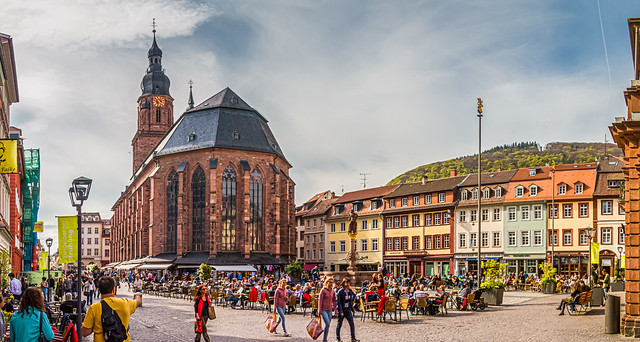 Protestant church of the Holy Spirit, In the foreground is Heidelberger Marktplatz with the Herkulesbrunnen Monument.