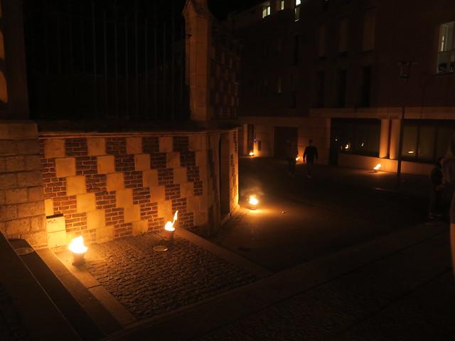La Compagnie Carabosse enflamme les alentours de la cathédrale d'Amiens (80)