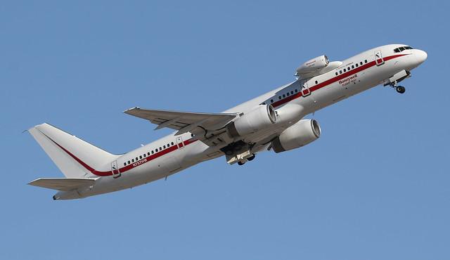 Boeing 757-225 N757HW