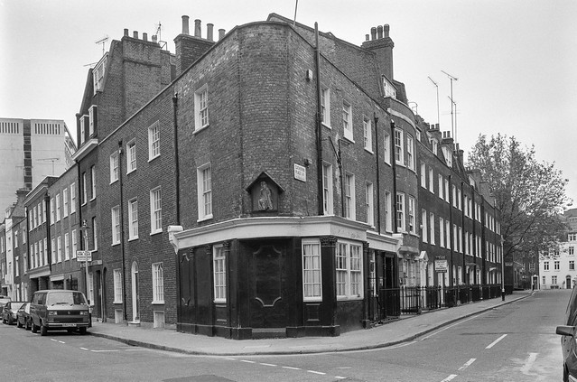 Wilfred St, Catherine Place, St James, Westminster, 1991, 91-5g-21