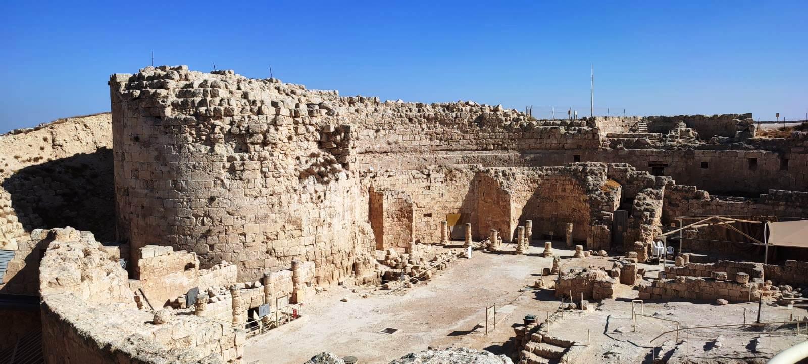 03. Развалины крепости-дворца и главный двор