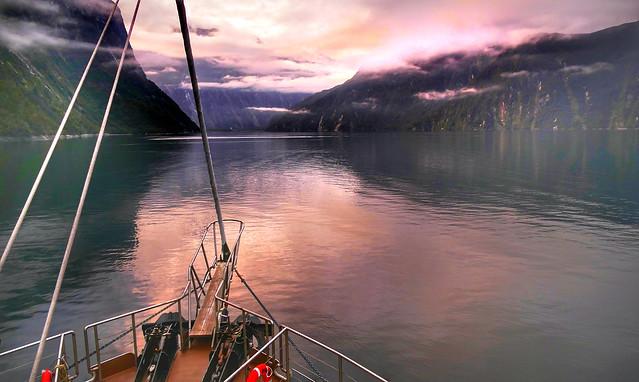 Dawn cruise Milford Sound/ NZ