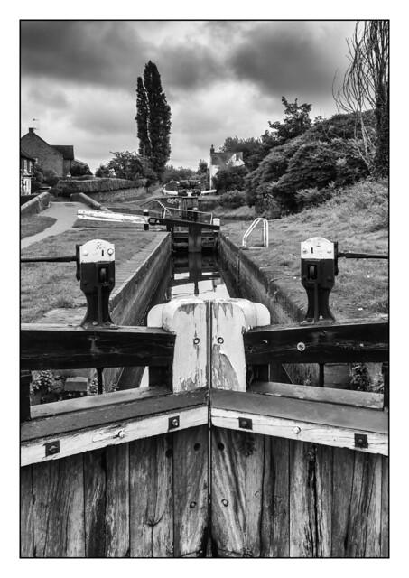 Wordsley Locks 8914 B&W