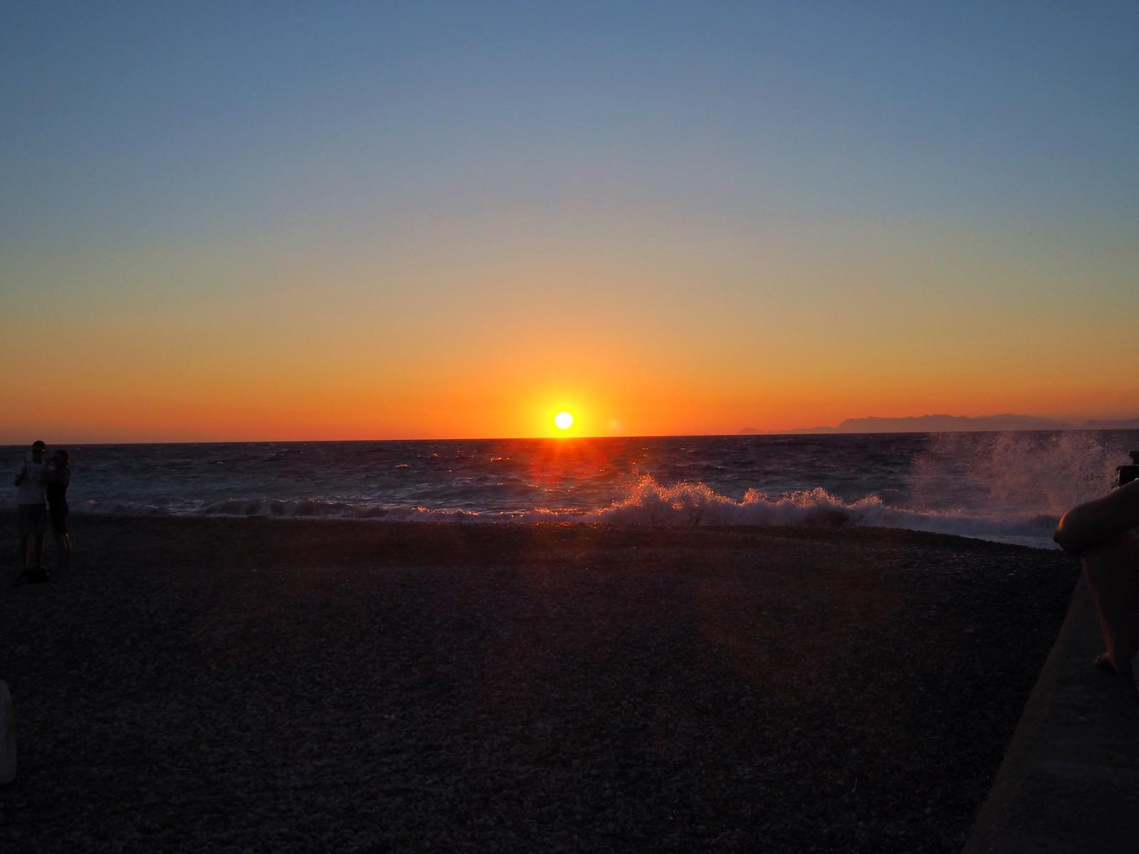 auringonlasku rodoksella