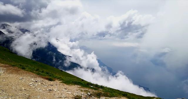Italien, Italy,  Malcesine(TN) am Gardasee - Auf dem Monte Baldo (1760m) , Nebel steigt vom See herauf, 79223/20051