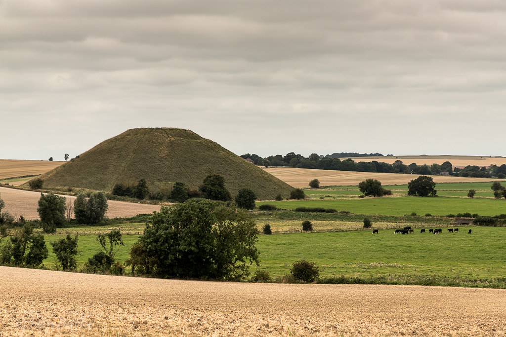 Silbury hill from the path to West Kennet long barrow
