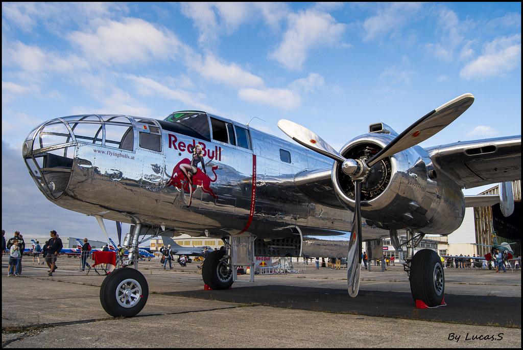 North American B-25J Mitchell Flying Bulls (N-6123C)