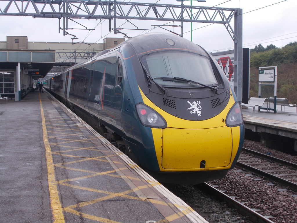 390 044 about to leave Milton Keynes Central for London Euston