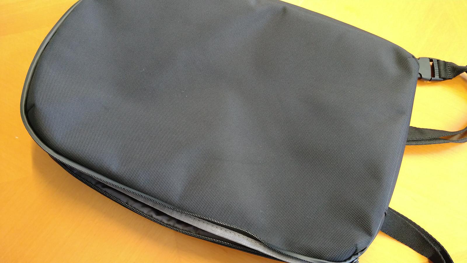 ユニクロの薄型リュック 3WAYスマートバッグを買った