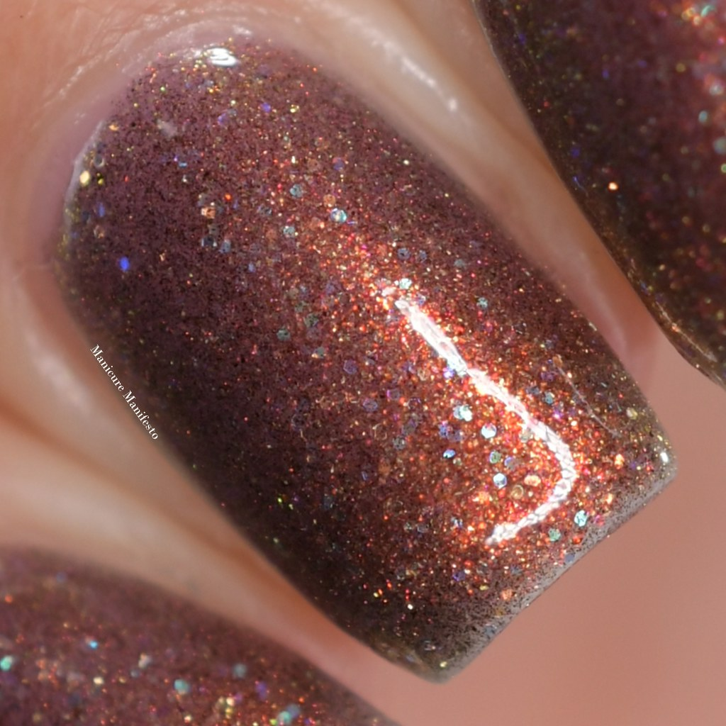 Treo Lacquer Dawn Bearer swatch