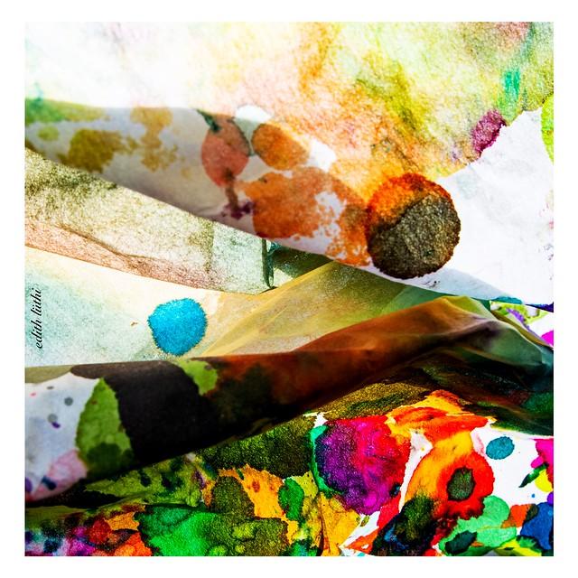 fotoshooting mit schutzpapier unter malerei