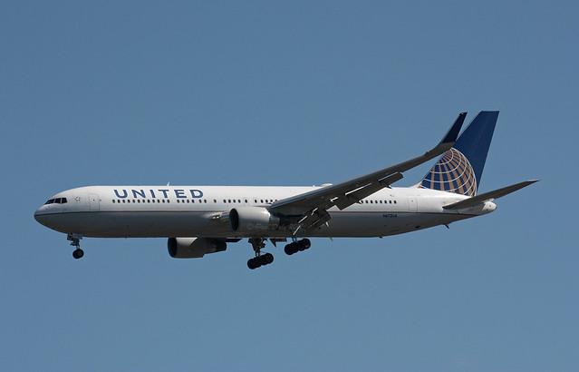 N672UA Boeing 767-322ER United Airlines