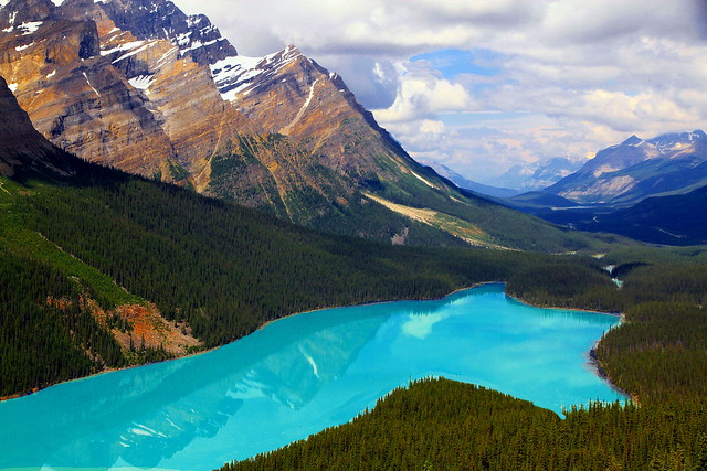 The inimitable beauty of a mountain glacial lake