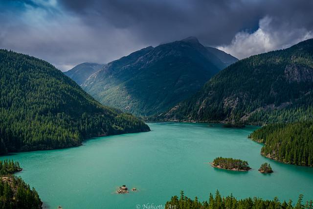 Clouds over Diabolo lake