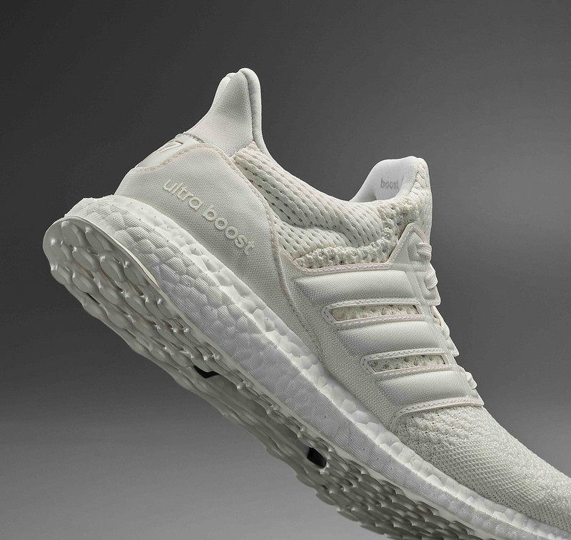 SS20_adidas x James Bond_UltraBOOST DNA White Tuxedo_Detail_Side_RGB_with_background-617305