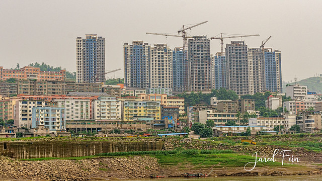 Pollution and Growth Along the Yangtze River