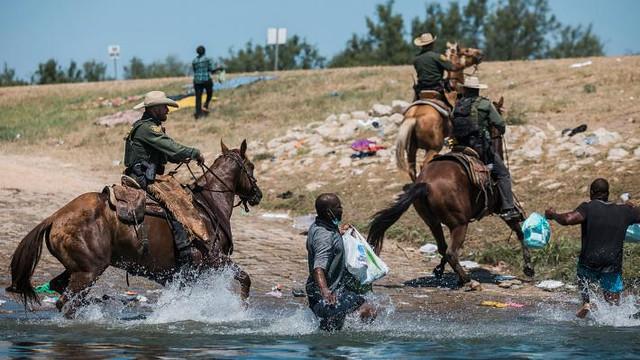 mexico-border-migrant-camp-02
