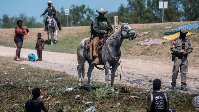 mexico-border-migrant-camp-03