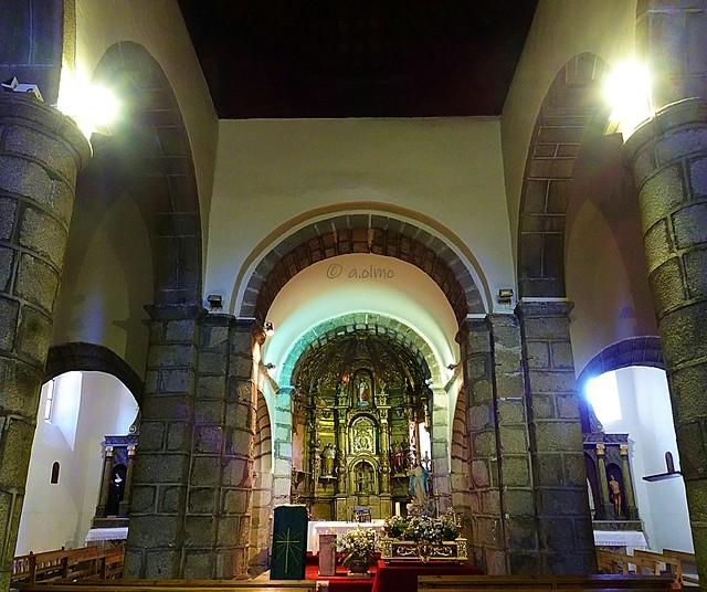 Interior abulense de Santa María de Burgohondo