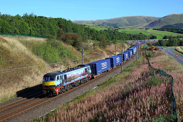 90024 working 4M25 Mossend to Daventry at Beck foot on 20 September 2021