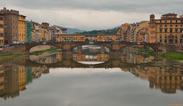 Río Arno, Ponte Santa Trinita y Ponte Vecchio (Florencia, Italia)