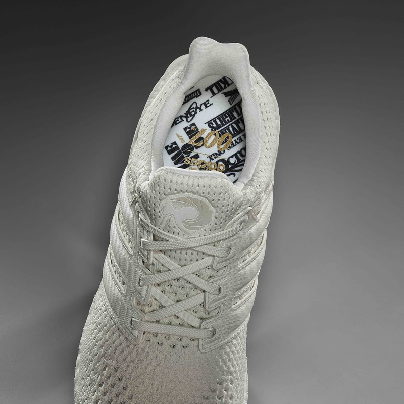 SS20_adidas x James Bond_UltraBOOST DNA White Tuxedo_Detail_Top_RGB_with_background-617307