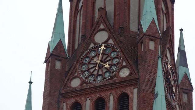 1902/04 Berlin Uhr an evangelischer neogotischer Stephanuskirche von Adolf Bürckner Prinzenallee 39 in 13359 Gesundbrunnen