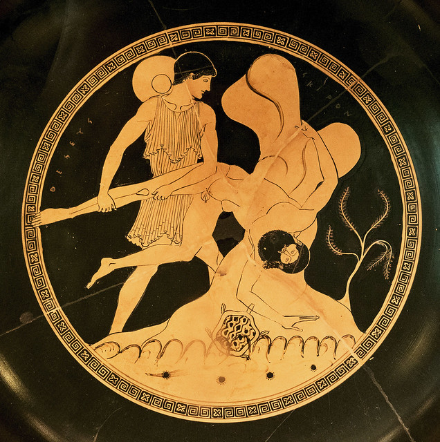 Berlin AM Inv F2288 - Theseus plunges Skiron into the sea 0bs [480 BCE] kylix - ES