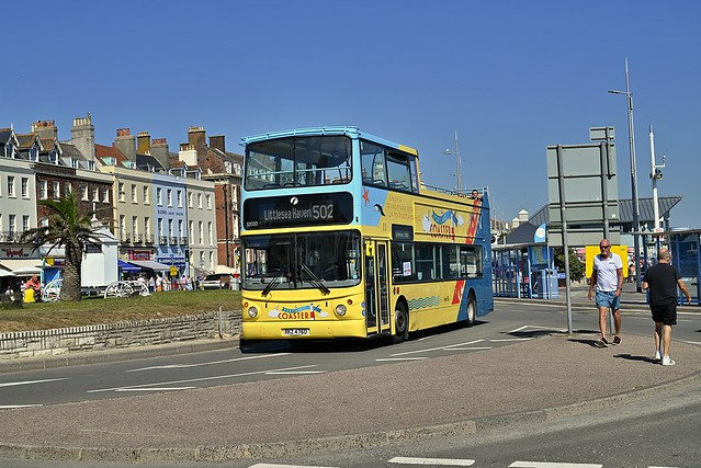 First Hampshire and Dorset RKZ4760 32033 (2)