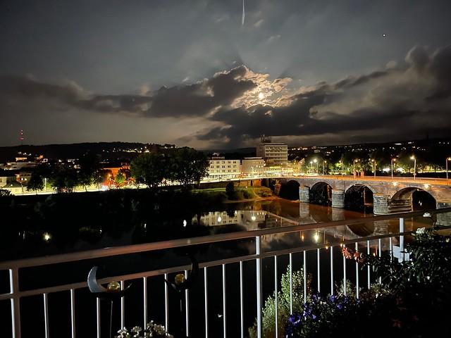 Vollmond und Jupiter über der Römerbrücke Trier