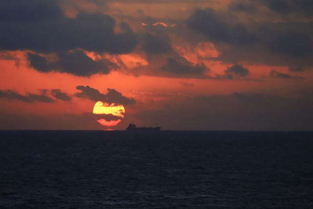 Dawn of clouds, 夜明けの海