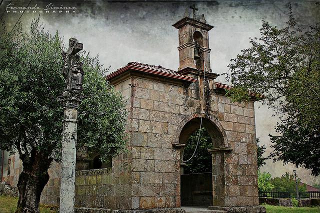Ermita y cruceiro