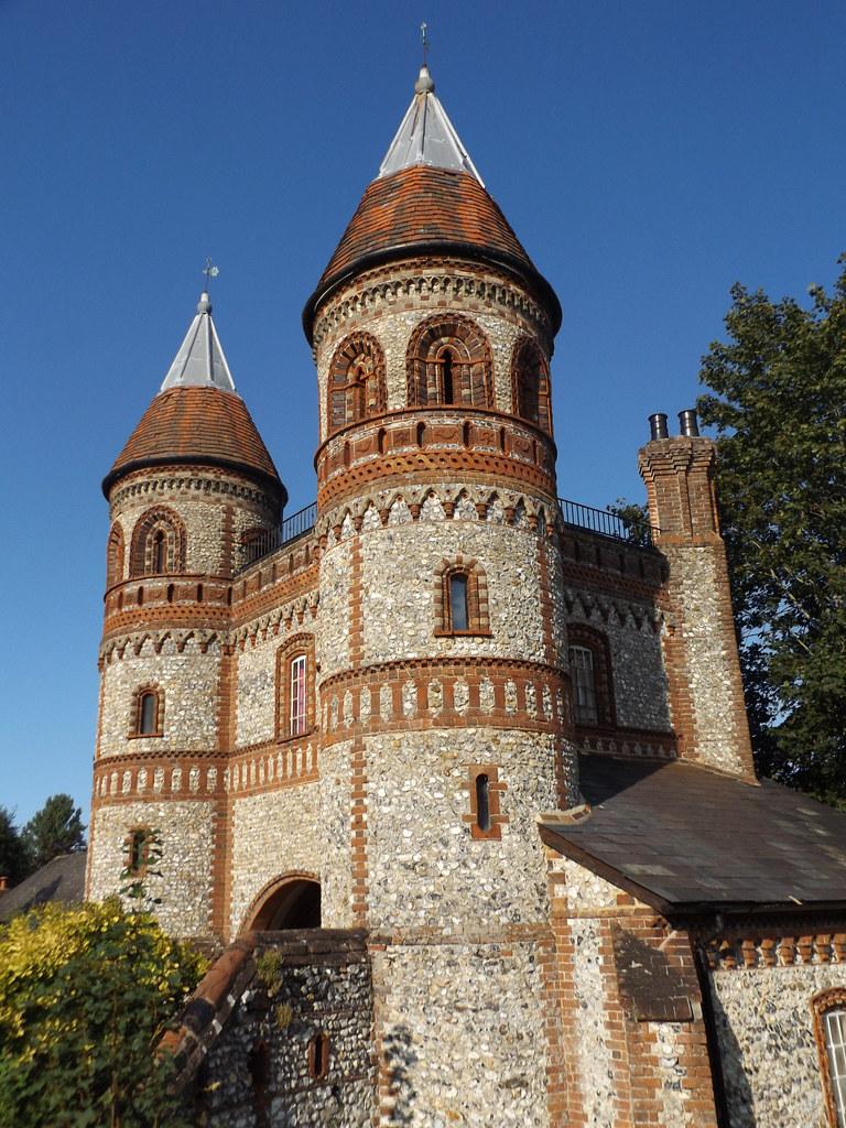 Gatehouse of Horsley Towers, Surrey, 16 September 2021
