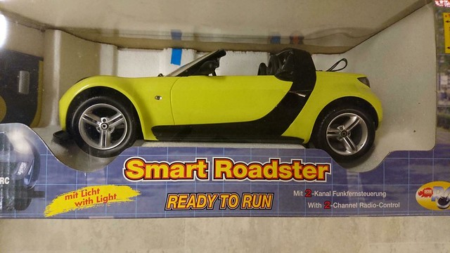 Used Dickie R/C Smart Roadster Shine - Yellow 1:12 Scale