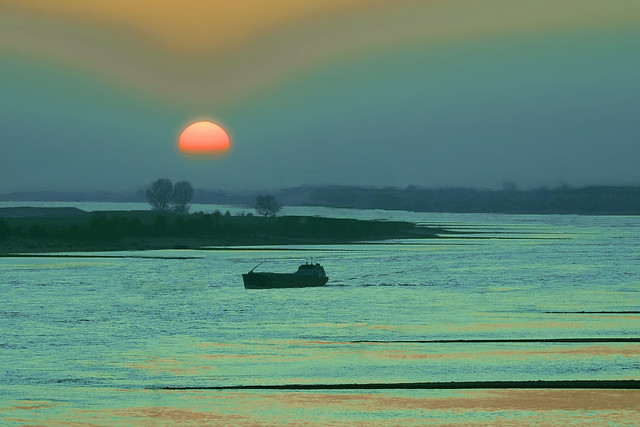 Ben Paul F0877 Sunset above the river Waal, 2020