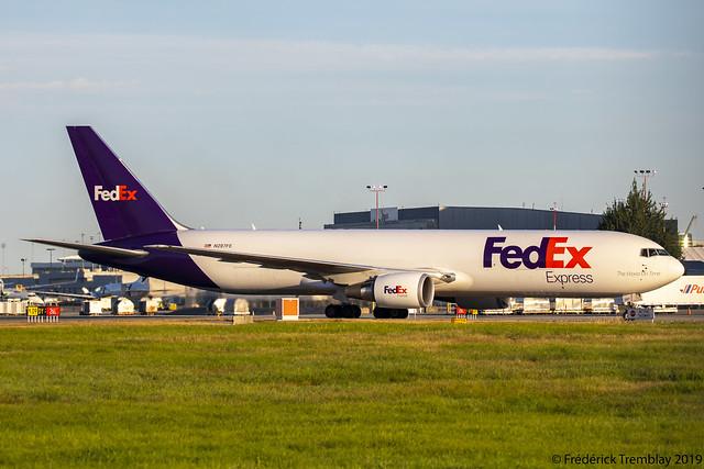 FedEx / Boeing 767-32LF / N297FE / YVR