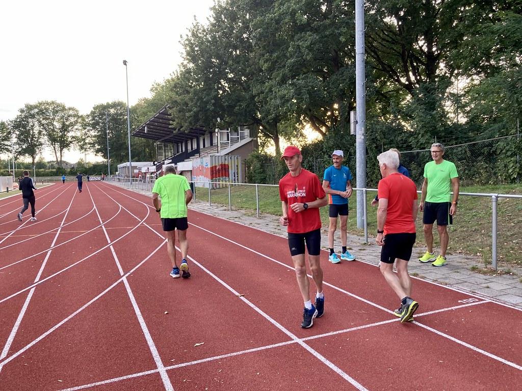 Warming-up met de marathongroep van Spado.